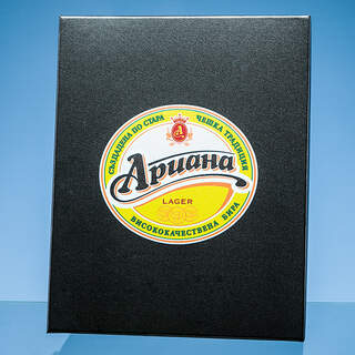 Example of full colour printing on the lid of a satin lined presentation box.